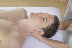 Lösen und Ordnen der tiefen Gewebeschichten im Hals-, Kopf- und Nackenbereich